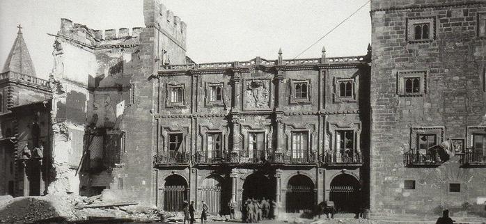 Imagen del palacio Revillagigedo en la Guerra Civil
