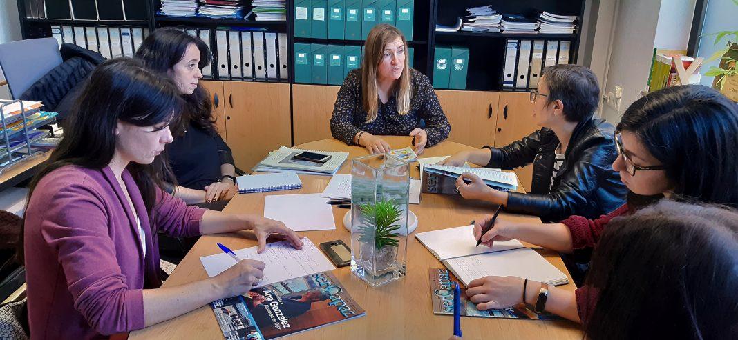 Las concejalas de Podemos-Equo Xixón en la reunión con las representantes de COCEMFE
