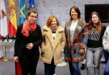 Alba González Sanz y representantes de varias protectoras de animales, en rueda de prensa