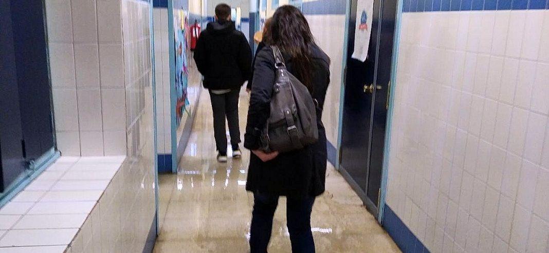 Laura Tuero visita el colegio de Xove