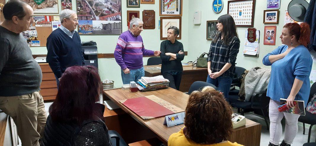 Reunión de Podemos-Equo Xixón y la asociación vecinal