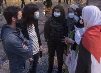 Laura Tuero y Juan Chaves en la concentración por la libertad del Sáhara